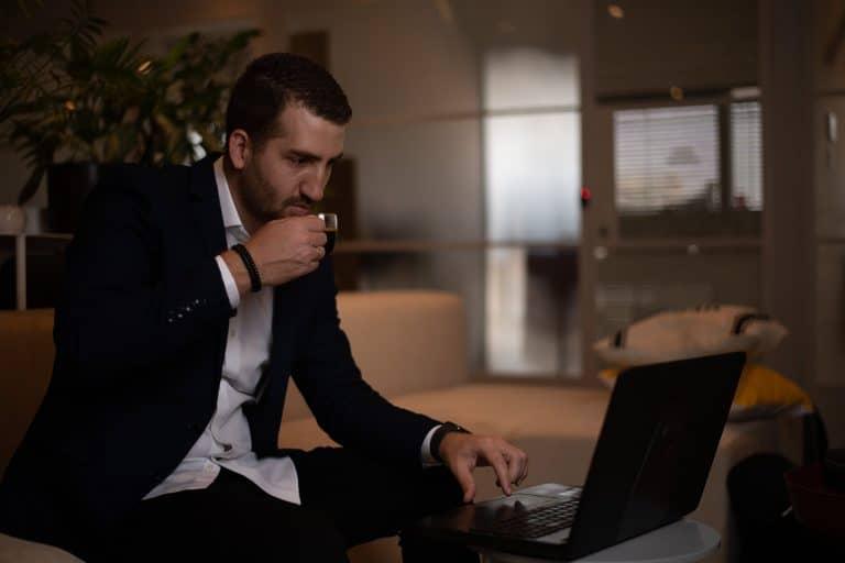 בעלים חברת ניהול מוניטין ברשת